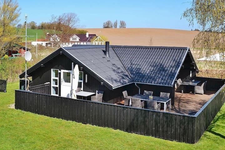 Komfortables Ferienhaus in Haarby am Strand
