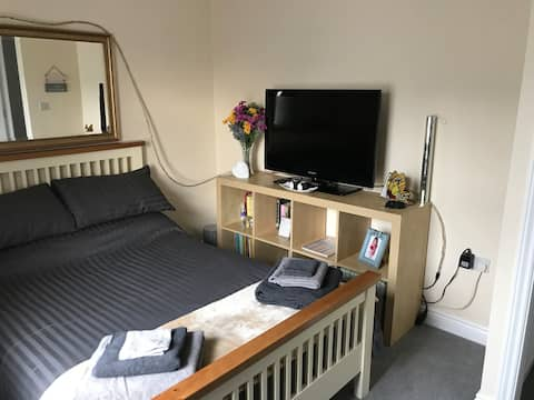Comfortable warm double room close to Pride Park
