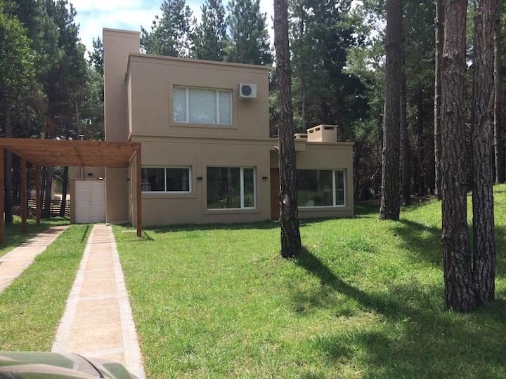 Casa en Costa Esmeralda - barrio Senderos 4