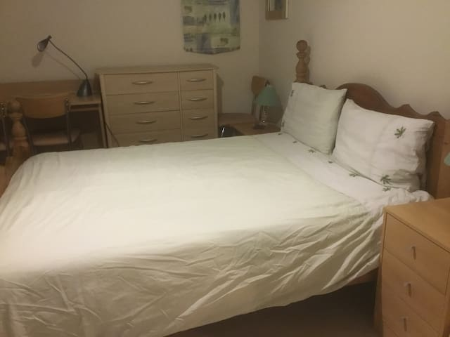 King-size room & private bathroom with parking