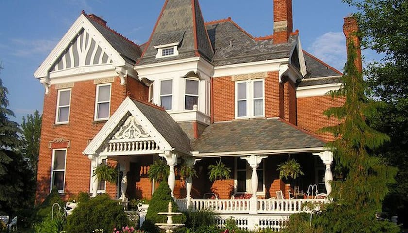 The Grand Kerr House - Autumn Room - Grand Rapids - Bed & Breakfast