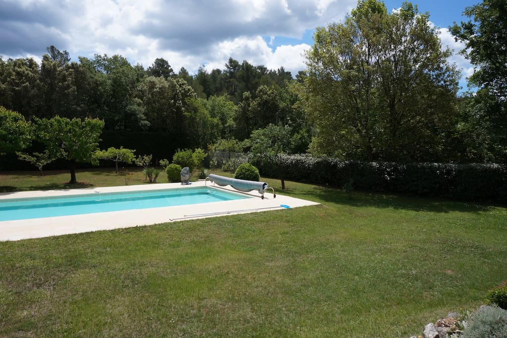 piscine 12x6m avec alarme et 1,5m de profondeur