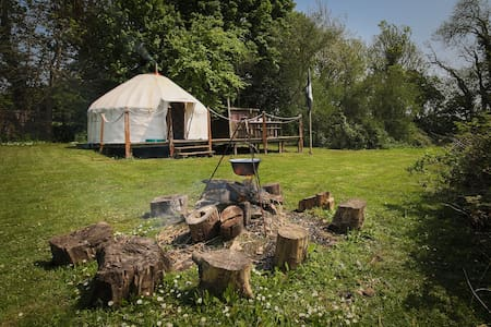 Exclusive hideaway Yurt, woodburner and campfire. - Yurt