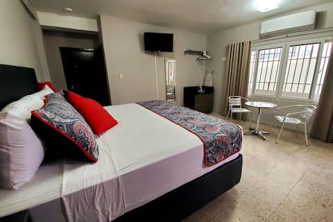 Private King Suite*Top Location*Security & Parking