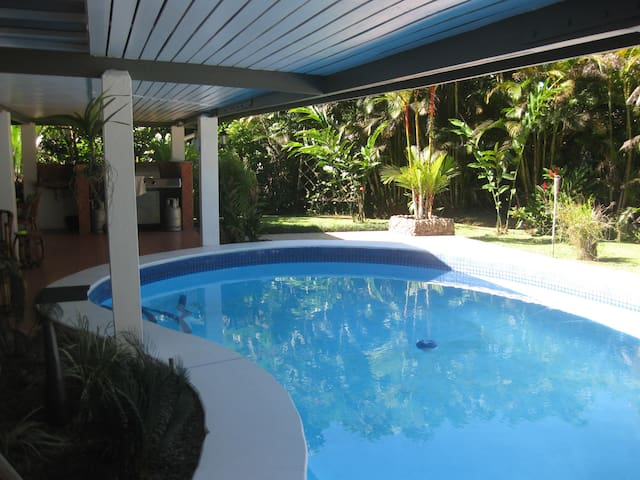 Hibiscus Guest Villa