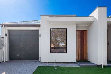 House in Collinswood 3 Bedrooms. Sleeps 7