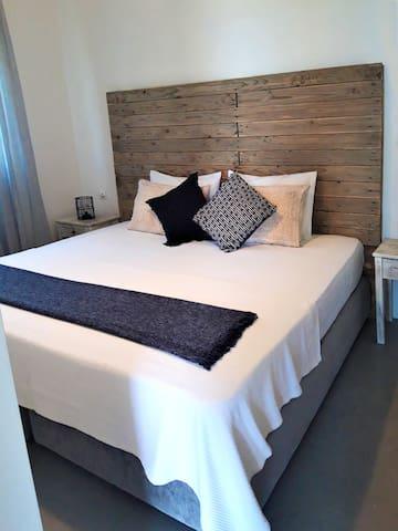 Apartment Bedroom / Super King 200cm x 200cm