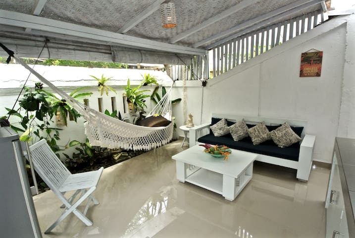 Cute 1 bdr private apt. betw. DEUS & canggu beach