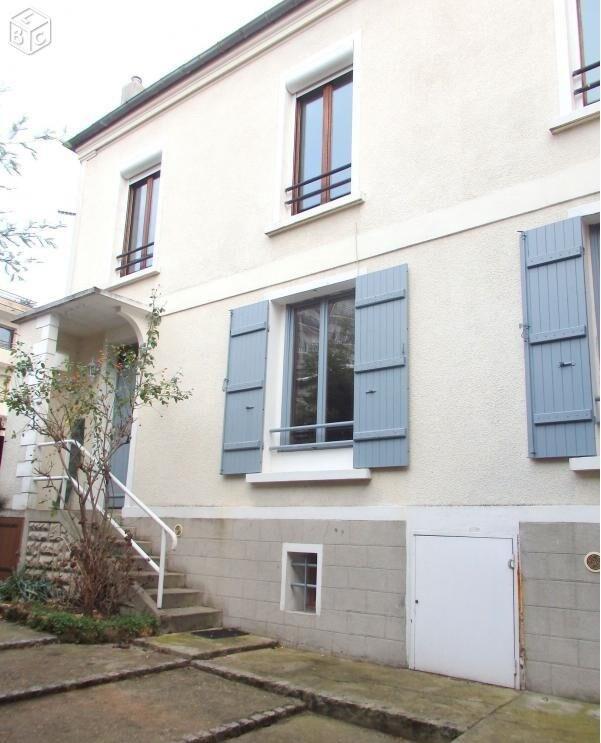 petite maison entre paris et disneyland house with maisons. Black Bedroom Furniture Sets. Home Design Ideas