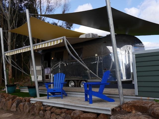 Glamping: Love is in the Airstream - Pennyroyal - Husbil/husvagn