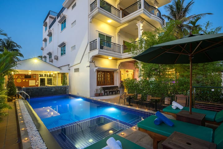Double Bed @ Siem Reap Boutique Villa+Pick up + BF
