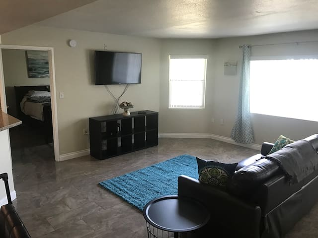 1 BR, Exec Bus Ste, Near LVCC/ LV Strip! WIFI/HBO