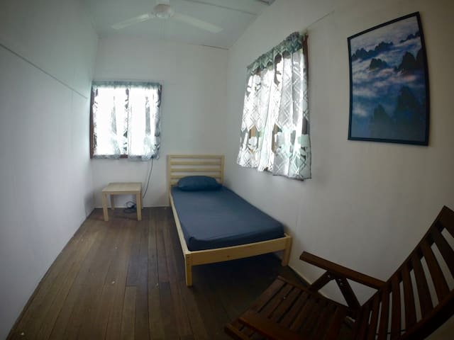 OIKOS Artisan Guesthouse - Single Bedroom