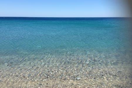 comoda villetta a 50mt dal mare - Montepaone Lido