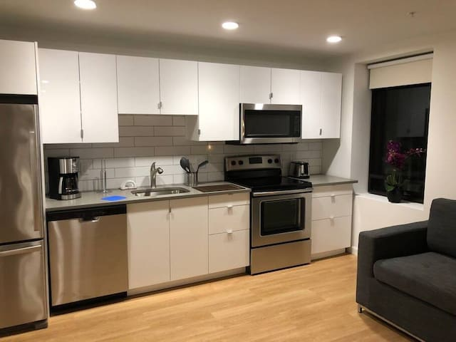 Sunset 206 GreenLine | 1BR 1BA | Walk to Beth Israel Deaconess and the GreenLine!