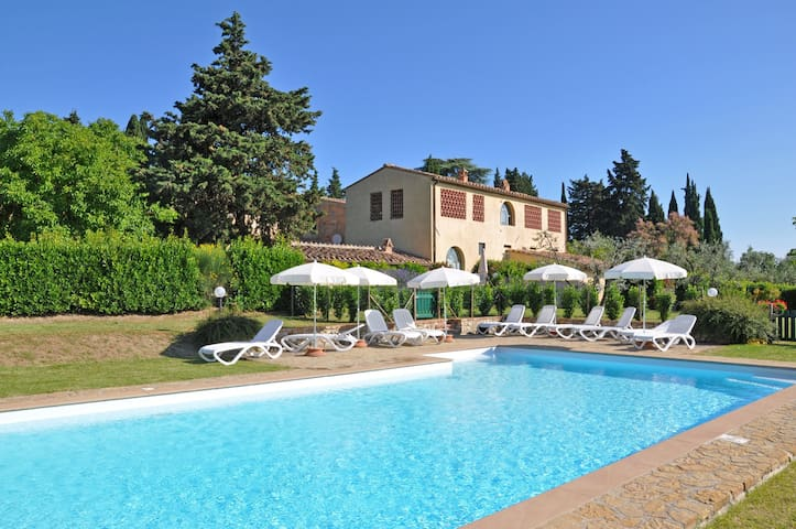 Glicini 1 - Holiday Rental with swimming pool on the hills of Chianti, Tuscany