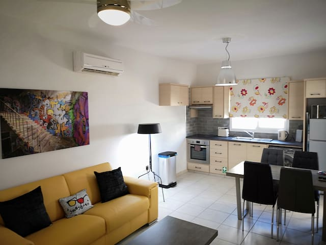 Alysia 1xbed Luxury Apartment,Wi-fi,PS3,Air-Con,