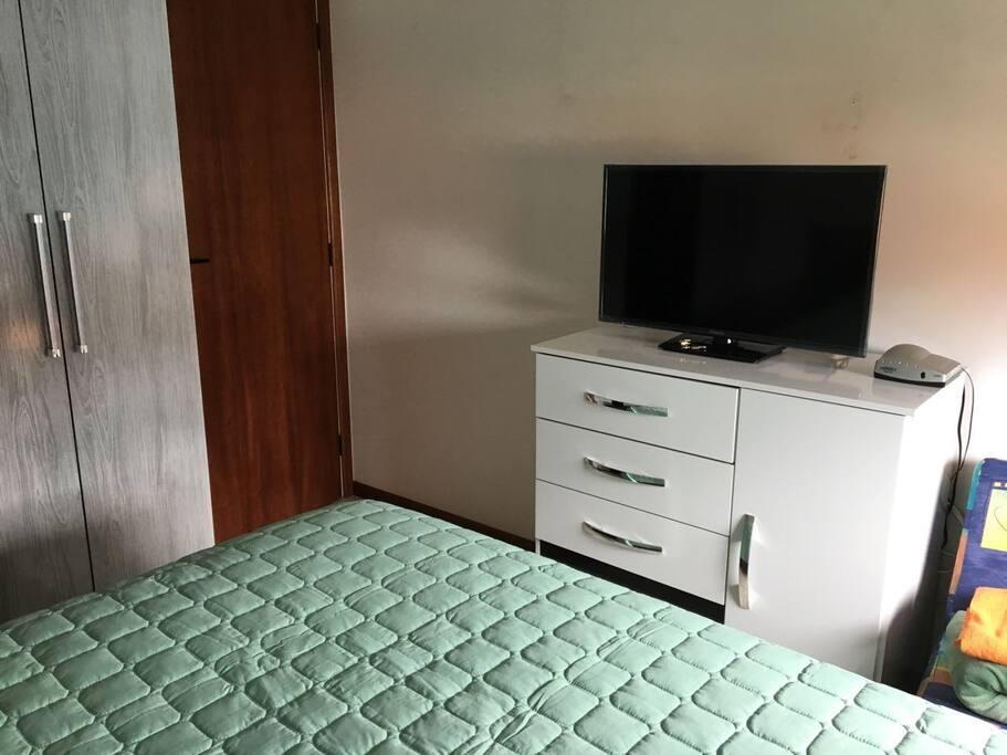 Dormitorio principal con LCD con Cable