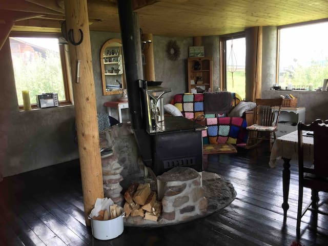 Cozy Eco Cabin - Off Grid - Connected to Nature