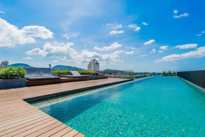 Studio room & roof top pool at Patong Beach #D70