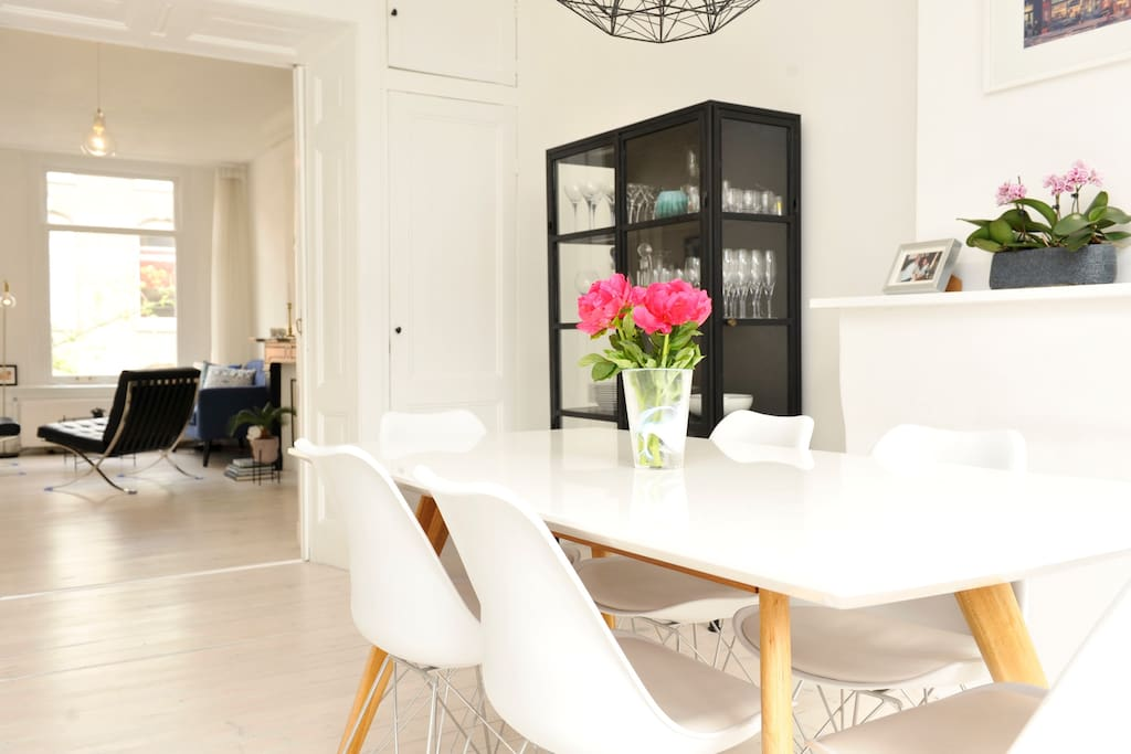 Spacious dining room with door to the balcony