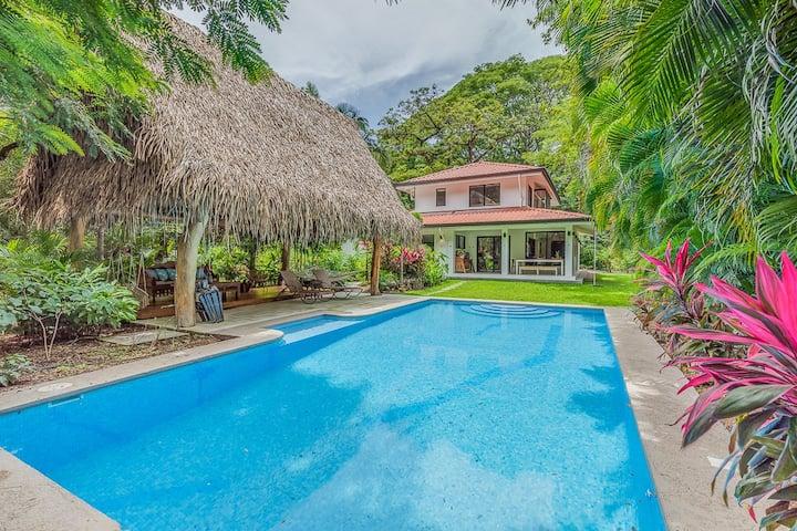 Casa Serena- Private, Luxury Oasis, Walk to beach