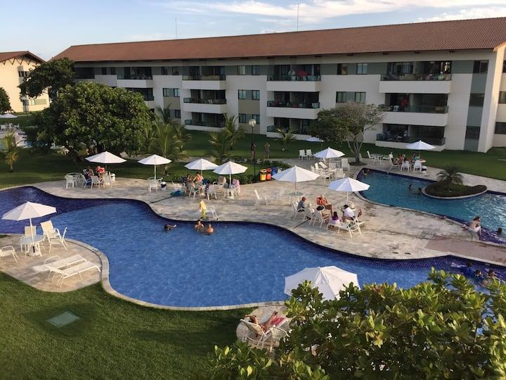 APTO - CARNEIROS BEACH RESORT -condomínio fechado