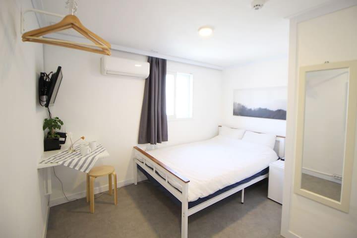 *Hongdae-Seoul Mansion*Economy Double Room
