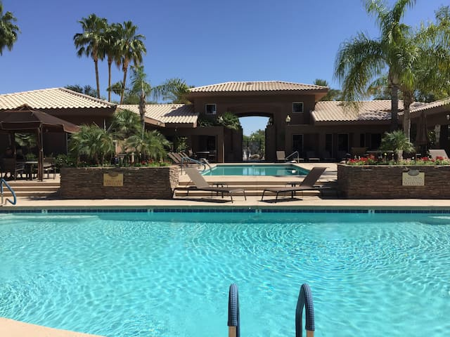 Great Kierland Location, close to Barrett Jackson