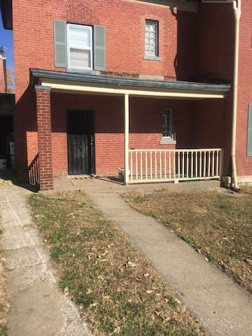 Strawberry Hill 1 BR - Kansas City - Huis