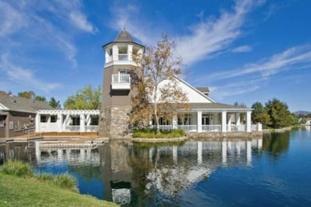 Luxurious Lakeside Home - Six Flags, Cal Arts, COC - Santa Clarita - Rumah