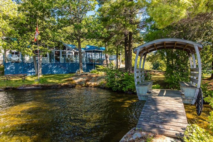 Magic on Little Go Home~3 bedroom cottage + guest cabin on 980 ft shore!