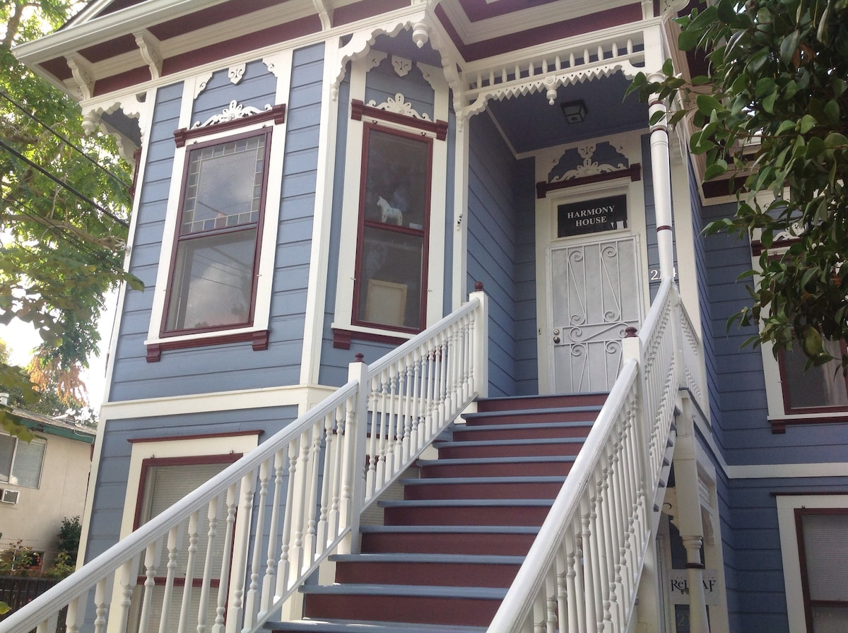 Harmony House, Victorian Flat Close To Capital!   Apartments For Rent In  Sacramento, California, United States