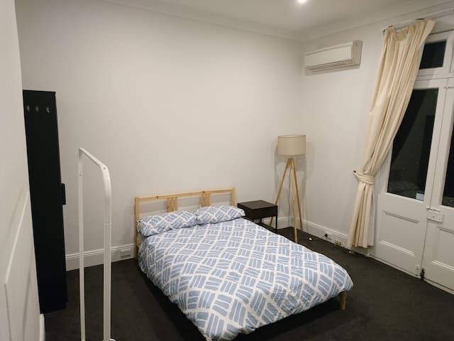 Super Spacious Room in Central Sydney