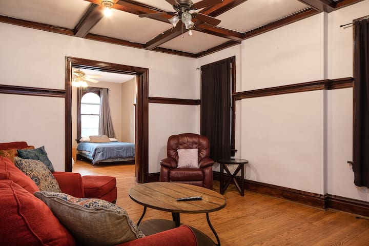Pet friendly in Tower Grove South! Can Sleep 6.