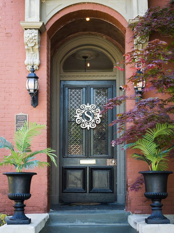 Downtown Memphis Shellcrest 2 bedroom apartment