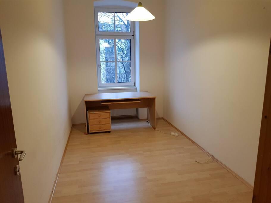 Schlafzimmer (mittlerweile möbliert)