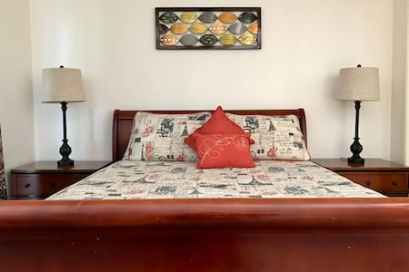Comfortable private room w/ queen size bed - Santa Barbara