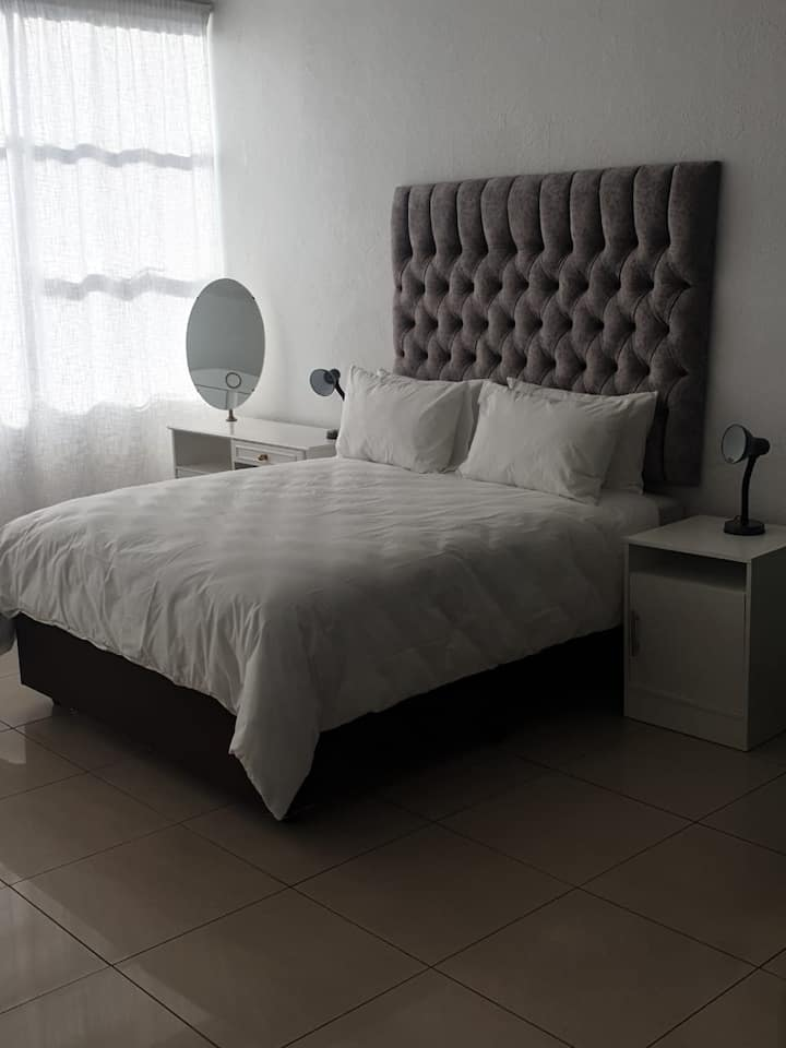 Sandton Apartment (111) -4.6KMS from Sandton City
