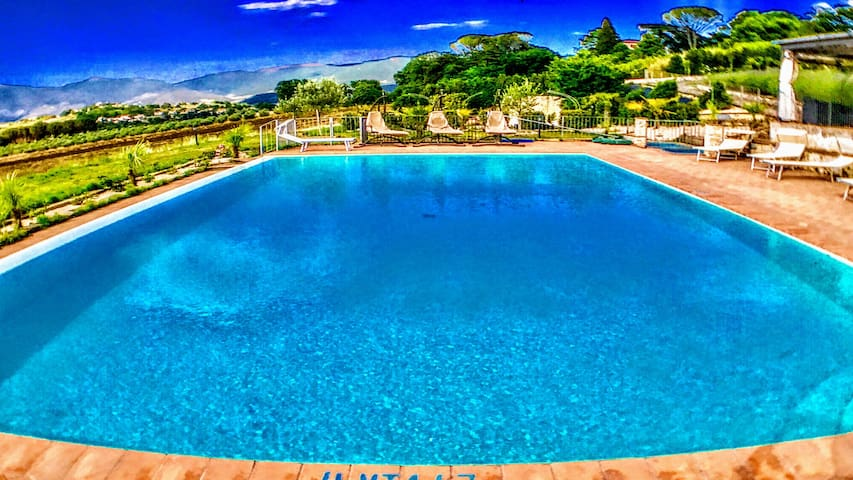Spoleto By The Pool : APT 3/sleeps 4/Spoleto 0.7km