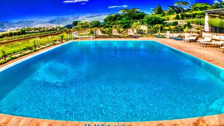 APT 3 : Spoleto By The Pool:sleeps 4/Spoleto 0.7km