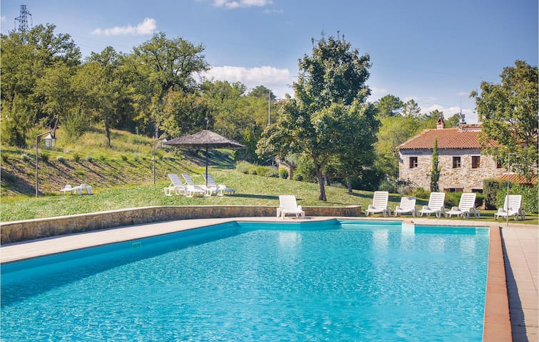 Holiday cottage with 6 bedrooms on 380m² in Bucine AR