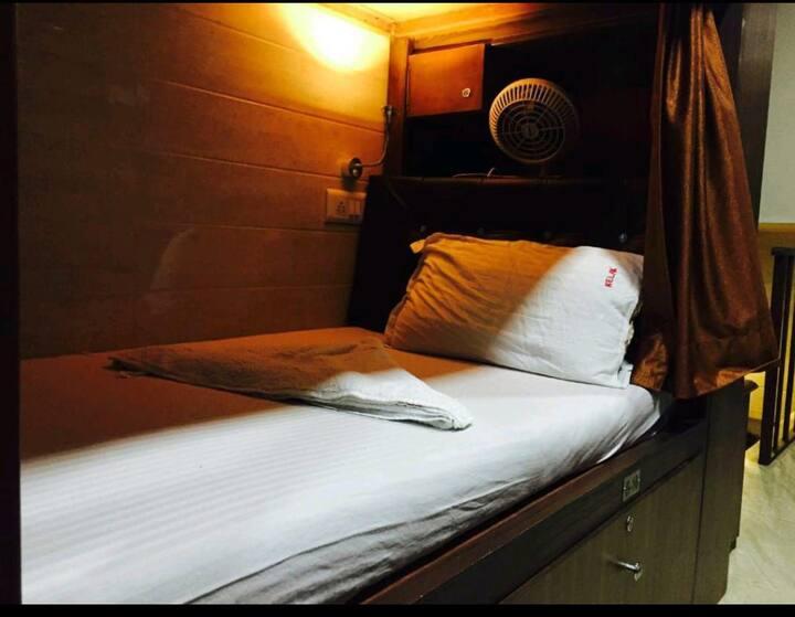 Luxurious Male Dormitory @ Airport & Marol Metro S