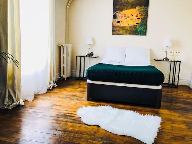 Chambre Principale  Master bedroom