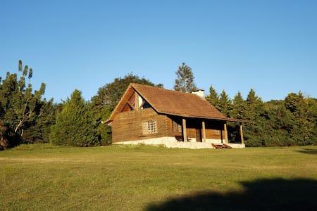 Chalé estilo canadense com lareira