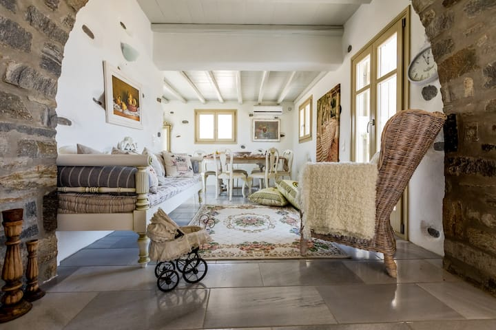 Kallirroe Master Villa with Sea View and Pool