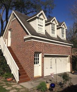 Sunny Houston Garage Apartment - Bellaire - Pension