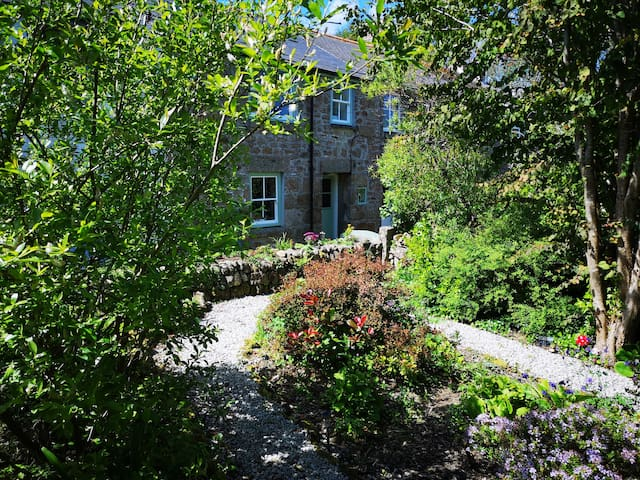 Idylic Cornish Cottage with garden near Mousehole