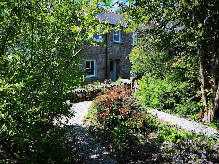 Idylic Cornish Cottage with garden near Mousehole