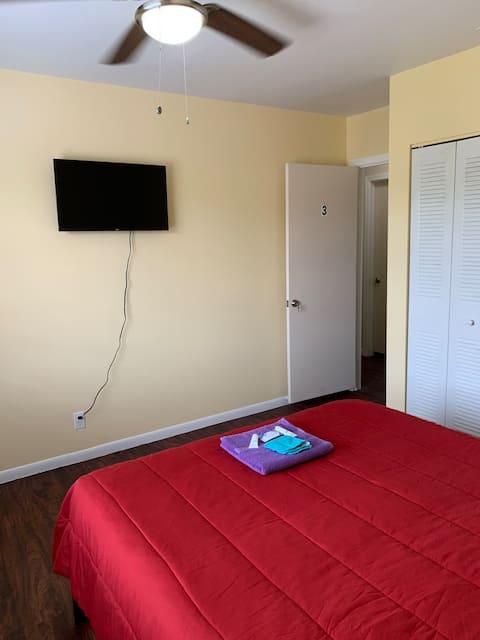 N.Lauderdale Room 3 with Amenities